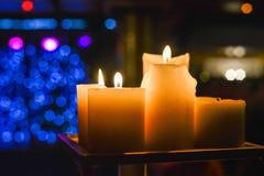 свечки света Абстрактная предпосылка свечи Золотой свет пламени свечи Стоковое Изображение