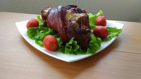 Свинина и томаты стоковые изображения