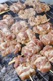 Свинина приготовления на гриле в рынке Стоковая Фотография RF