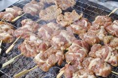 Свинина приготовления на гриле в рынке Стоковое Изображение RF