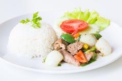 Свинина с зажаренными черным перцем и рисом стоковое фото