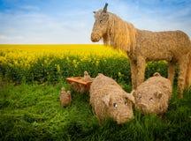Свинья и лошадь соломы Стоковая Фотография RF