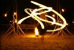 свирли пожара танцора стоковая фотография