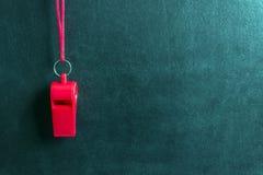 Свисток спорт на красном шнурке Конкуренция спорта концепции, рефери, статистик, возможность, дружелюбная спичка Стоковая Фотография