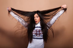 свитер девушки теплый Стоковое Фото