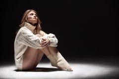 свитер девушки Стоковые Фотографии RF