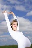свободная счастливая беременная женщина Стоковое Изображение RF
