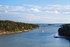 свободный полет Финляндия с skerries стоковое изображение