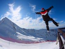 свободный скача snowboarder Стоковые Изображения