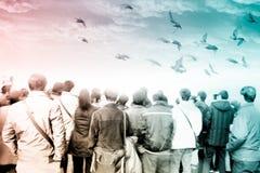 Свобода взгляда задней части аудитории толпы стоковое изображение rf