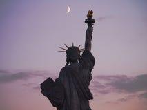 Свобода под французским лунным светом Стоковые Изображения