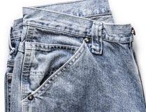 Свободно сложенные голубые джинсы, показывающ текстуру Стоковое Изображение