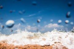 Свободный полет и небо вода выплеска падения Стоковые Изображения RF