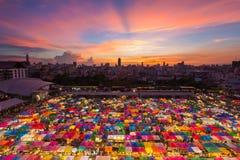 Свободный рынок, зонтик цвета вида с воздуха множественный Стоковое Изображение