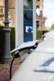 Свободный электрический автомобиль перезаряжая станцию Стоковое Фото