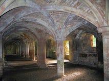 Сводчатое Undercroft на средневековом монастыре Lanercost, Cumbria, Англии Стоковое Изображение RF