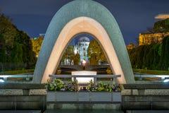 Свод и пламя парка мира Хиросимы Стоковое Изображение RF