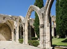 Свод и столбцы на аббатстве Bellapais Kyrenia Кипр стоковая фотография rf