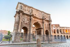 Свод Константина около Colosseum в Риме, Италии стоковые изображения