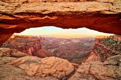 Свод на заходе солнца, национальный парк мезы Canyonlands, Юта Стоковые Фото