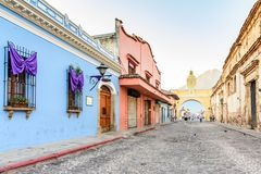 Свод Санты Каталины & вулкан Agua, Антигуа, Гватемала Стоковые Фотографии RF
