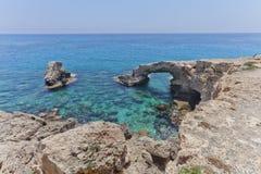 Свод Monachus Накидка greco Cavo Ayia Napa, Кипр стоковое фото