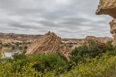 Свод Namibe оазис в пустыне которая обычно заполняет каждые 6 лет в зависимости от дождя anisette вышесказанного Namibe стоковая фотография