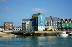 Свойство берега реки, Littlehampton, Сассекс, Великобритания стоковое фото rf