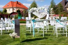Свод и стулья на свадебной церемонии Стоковое Изображение RF