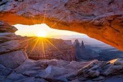 Свод мезы, национальный парк Canyonlands, Юта Стоковая Фотография