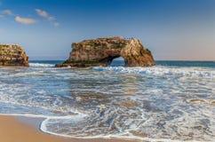 Своды на естественном пляже положения мостов стоковые фото