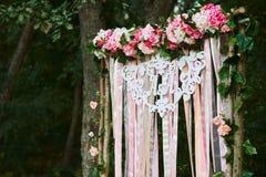 Свод для свадебной церемонии состав floristic типы стоковая фотография