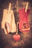 Связанная предпосылка зимы mittens Стоковые Фотографии RF