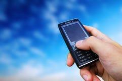 связанное небо мобильного телефона