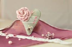 Связанное сердце, валентинка, ремесла Стоковые Изображения