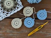 Связанные квадраты, мотив, вязание крючком и пряжа бабушки Стоковые Фото