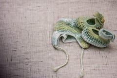 Связанные крышка и добычи для младенца Стоковые Фото
