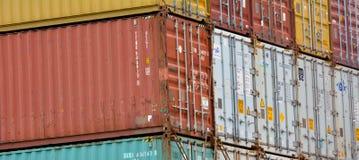 Связанные с использованием различных видов транспорта контейнеры для перевозок Стоковые Фотографии RF