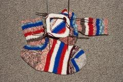 связанные шерсти носок Спицы носков шерстей предпосылки вязать стоковые изображения rf