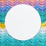 Связанный пестротканый холст хлопка в светлых цветах лета кругло Стоковое фото RF