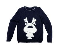 связанный свитер с картиной оленей Изолят на белизне Стоковая Фотография RF