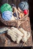 Связанный шарф сделанный из покрашенных шерстей Стоковое Фото