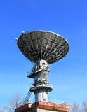 Связи параболистической антенны спутниковые Стоковые Изображения RF
