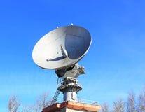 Связи параболистической антенны спутниковые Стоковая Фотография