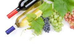 Связка винограда и бутылки вина Стоковое Фото