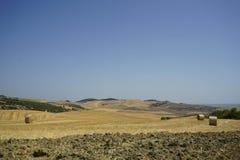 Связки сена в сельской местности Стоковая Фотография