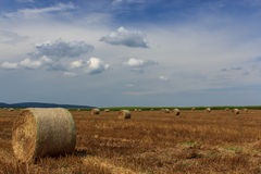 Связки соломы на сельской местности Стоковая Фотография