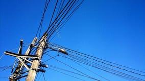 Связывает проволокой электричество поляка соединения технологии стоковые фото