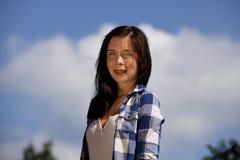 связывает усмехаться девушки брюнет подростковый Стоковое Фото