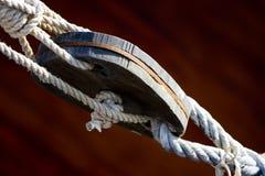 связь веревочки шлюпки Стоковое фото RF